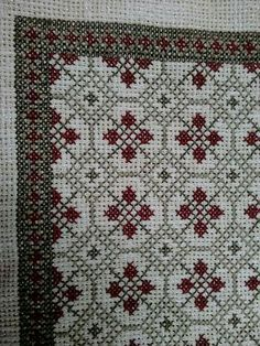 This Pin was discovered by Ele Cross Stitch Geometric, Cross Stitch Borders, Cross Stitch Charts, Cross Stitch Designs, Cross Stitching, Cross Stitch Patterns, Embroidery Sampler, Beaded Embroidery, Cross Stitch Embroidery