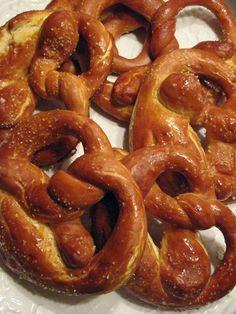 f o o d f o r t h o u g h t: MILKICINE MEKE PERECE  Soft pretzels - recipe in English