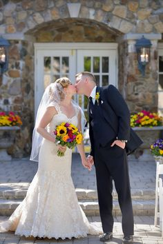 A sweet kiss shared in the Stone Courtyard (Image by Anthony Ziccardi Studios)