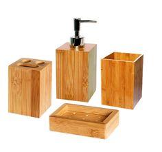 Un kit d'accessoires qui donne une touche nature dans votre salle de bain !  Contenu :      1 distributeur à savon : 7 x 7 x H 18 cm     1 gobelet : 6,8 x 6,8 x H10     1 porte savon : 11 x 8 x H 3 cm     1 porte brosses à dents  Caractéristiques :      Matière : bambou     Distributeur à savon avec Couvercle en PVC chromé à pompe et rechargeable     Porte savon perforé pour l'écoulement de l'eau