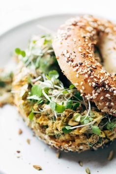 Curry Chicken Salad: healthy and super-yum. Just a few clean ingredients, like curry powder, chicken, golden raisins, pi Chicken Curry Salad, Chicken Salad Recipes, Pasta Recipes, Dinner Recipes, Cooking Recipes, Healthy Recipes, Bagel Toppings, Healthy Bagel, Healthy Eating