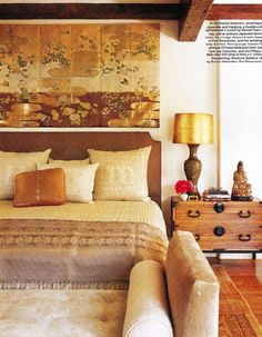 Love the colors! Madeline Stuart designed this home for the wife of Jim Henson, the man behind Sesame Street. The home has been inspired by the artistic style of India. Asian Inspired Bedroom, Asian Bedroom, Japanese Bedroom, Japanese Wall, Japanese Screen, Gold Bedroom, Bedroom Decor, Warm Bedroom, Bedroom Storage