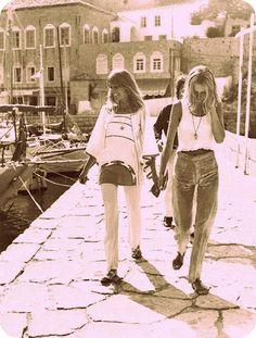 Pattie Boyd & Twiggy in Greece 70s Fashion, Fashion Models, Vintage Fashion, Fashion History, Vintage Style, Estilo Hippie, Hippie Chic, Hippie Bohemian, Eric Clapton