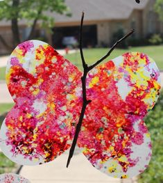 Easy butterfly art: A simple spring art activity for toddlers and preschoolers that is great for fine motor, too!