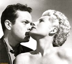 """A rarely seen publicity shot of Rita and Orson Welles for """"The Lady From Shanghai"""". Rita Hayworth, Golden Age Of Hollywood, Classic Hollywood, Divas, Rudolph Valentino, Mary Kate Ashley, Old Movie Stars, Orson Welles, Famous Couples"""