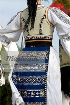 popular folk embroidery One of my very favourite ethnic outfits! Folk Embroidery, Learn Embroidery, Embroidery Designs, Historical Costume, Historical Clothing, Transylvania Romania, Costumes Around The World, Ethnic Outfits, Folk Dance