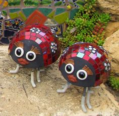Mosaic lady bugs. Make these in a Passiflora Mosaics workshop.