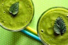 Zielone koktajle: ananas + woda kokosowa + pomarańcze + banan + jarmuż + chia + awokado