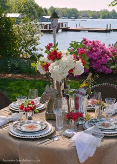 Off To The Races Kentucky Derby-inspired tablescape | homeiswheretheboatis.net
