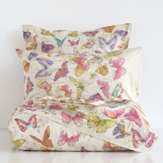 BUTTERFLY-PRINT BEDDING