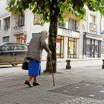 Personnes âgées.  Un cri d'alarme contre leur isolement  http://po.st/xTlv4Ypic.twitter.com/q0ATsw3X3j