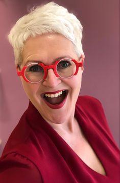Pizzazz Plus, Designer Glasses Frames, Grey Hair Inspiration, Nice Glasses, Tall Girl Fashion, Eyeglasses For Women, Pretty Outfits, Eyewear, Fashion Beauty