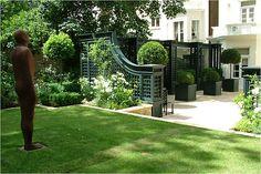 Arabella Lennox-Boyd Landscape and Architectural Design; Stunning garden design and Chelsea Flower Show 'Best Garden' award winner. Contemporary Garden Design, Landscape Design, Modern Design, Back Gardens, Small Gardens, Formal Gardens, Outdoor Gardens, Big Backyard, White Gardens