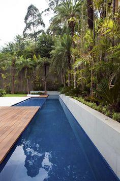 """piscina com raia comprida +ou- 18m, porém com uma área para laser maior, incluir uma """"jacuzzi"""" dentro da piscina com o mesmo revestimento, gosto de um tom de azul mais vibrante. cv329_roberto_migotto_10.jpg 620×930 pixels"""