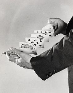 Harold Edgerton Fanning the cards, 1940 Gelatin silver print 35.5 x 28 cm © Harold Edgerton, 2013, courtesy of Palm Press, Inc.