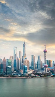 Shanghai skyline is one of the best skylines in the world New Travel, Asia Travel, Japan Travel, Travel List, China Travel Guide, Visit China, Photos Voyages, Cities, Belle Photo