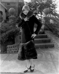I adore the coats and wraps. 1920s Fashion Women, Retro Fashion, Vintage Fashion, Flapper Style, Flapper Girls, Flapper Fashion, 1920s Outfits, Vintage Outfits, Vintage Glamour