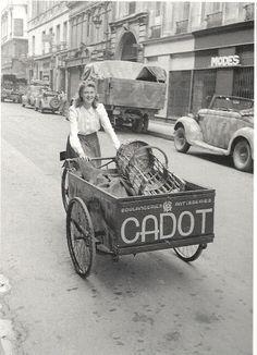 Life in Paris under Nazi occupation (June Part 4 - 1943 Old Paris, Vintage Paris, Antique Photos, Vintage Photos, Tricycle, Retro Bicycle, Paris Photography, Native American History, Asia Travel