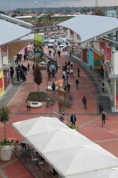 Urban by Amop | Mobiliario Urbano | Elementos Urbanos | Equipamento Urbano : Biella Shopping, Itália