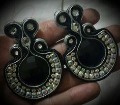 En negro con plateado #soutache #zarcillos #accesorios