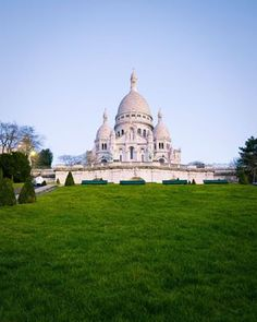 The perks of waking up very early having the SacrCoeur all to yourself