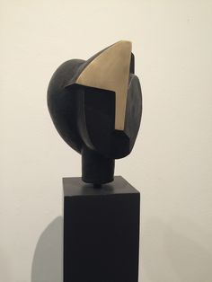 Carmen Otero (*1963) Sculpture Head, Sculptures Céramiques, Stone Sculpture, Abstract Sculpture, Diy Fountain, Crystal Garden, Art Thou, Outdoor Sculpture, Bronze