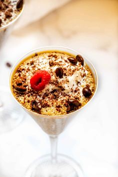 Coffee Chia Pudding is super-quick to make, and flavor-packed. Packed with nutrition, this dish paves the way for a productive day. Keto Pudding, Brownie Pudding, Avocado Pudding, Coconut Pudding, Chia Pudding, Banana Pudding, Low Carb Sweets, Low Carb Desserts, English Pudding