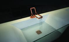 """Primo premio (categoria studenti): Michal Jan Holcer. Progetto: """"B-side"""". E' un rubinetto per comunità che funziona contemporaneamente come dispenser per il sapone. Il rubinetto, grazie al suo particolare disegno, riduce il contatto con la mano dell'utente e inoltre sfrutta le qualità batteriostatiche del rame. Ne deriva un'immagine innovativa e minimale che nulla toglie alla funzionalità dell'oggetto."""