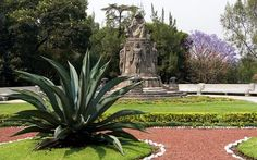 Garden and scultpure in Castillo de Chapultepec