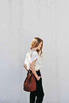 tee and black skinnies, simple but perfect combo, bag, play with high waisted? Mode Chic, Ootd, Mode Inspiration, Fashion Inspiration, Streetwear, Capsule Wardrobe, Dress To Impress, Style Me, Simple Style