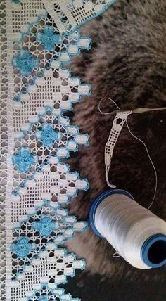 This Pin was discovered by HUZ Crochet Home, Love Crochet, Beautiful Crochet, Crochet Flowers, Knit Crochet, Baby Knitting Patterns, Crochet Patterns, Saree Tassels, Fillet Crochet