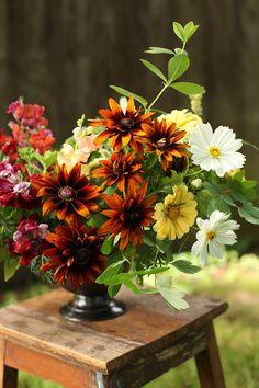 Locally sourced centerpiece with cosmos, zinnias, rudbeckia, snapdragons and geranium, by Cincinnati florist Floral Verde LLC.