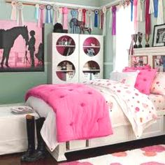 Stylish girls bedroom - pottery barn