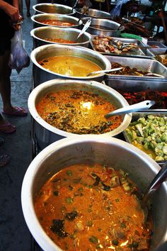 A few different types of curry.   http://myamusedbouche.com/2012/07/25/thai-street-food/