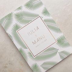 Julia & Manu // trouwuitnodiging // goud // leafs // green // groen // wedding // invitation // romantisch // mosstdui Invitation Cards, Invitations, Logos, Tableware, Dinnerware, Logo, Dishes, Invitation