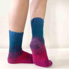 Easy Crochet Socks, Crochet Sock Pattern Free, Scrap Yarn Crochet, Quick Crochet Patterns, Basic Crochet Stitches, Crochet Slippers, Crochet Hooks, Free Crochet, Knit Crochet