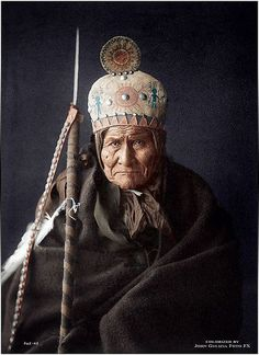 Geronimo (Apache) by Edward Curtis (Navajo) great warrier Native American Photos, Native American Tribes, Native American History, American Indians, Native Americans, Edward Curtis, Berber, Le Far West, Geronimo