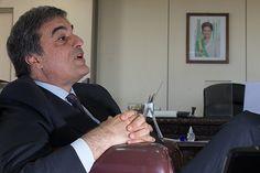 BRASILIA, DF, BRASIL, 04-11-2015, 20h00: O ministro da Justica, Jose Eduardo Cardozo, durante entrevista exclusiva em seu gabinete, no Ministerio da Justica. (Foto: Ed Ferreira - 04.NOV.2015/Folhapress, PODER) ***ESPECIAL*** ***EXCLUSIVO***