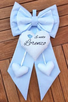 fiocco nascita azzurro bimbo Lorenzo Baby Crafts, Felt Crafts, Diy And Crafts, Emoticon, Quilling, Kids Outfits, Creations, Alice, Baby Boy