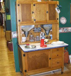 """Do you own or need to fix up your hoosier style cabinet ? A Hoosier cabinet AKA """"Hoosier"""" is a type of cupboard that w. Vintage Kitchen Cabinets, Kitchen Hutch, Old Kitchen, Kitchen Furniture, Kitchen Ideas, 1930s Kitchen, Kitchen Queen, Kitchen Ware, Antique Cabinets"""