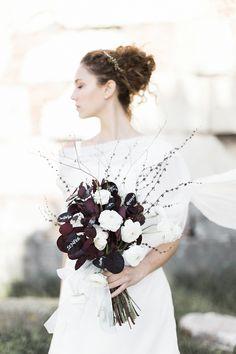 Trending: Ancient Roman Wedding bouquet from #FluidaDesign calligraphy Betty Soldi. www.fluidadesign.com
