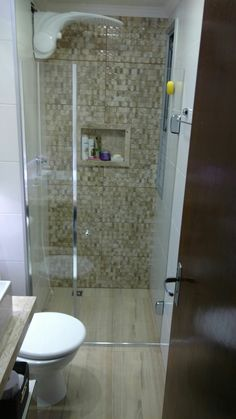 60 Bathroom Design Tips You Will Definitely Want To Keep - Home Decor New Small Toilet Room, Small Bathroom With Shower, Tiny House Bathroom, Bathroom Layout, Modern Bathroom Design, Bathroom Interior Design, Hobby Design, Small Room Bedroom, Decoration