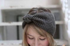 enfin un tuto de headband facile: Turban Headbands, Diy Headband, Knitted Headband, Knitted Hats, Crochet Hats, Crocheted Headbands, Crochet Diy, Bonnet Hat, Knitting Accessories