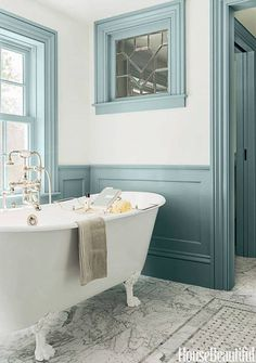 House of Turquoise: Carpenter and MacNeille Farrow &Ball. Parma Gray and Borrowed Light. Vintage Bathroom, Amazing Bathrooms, Bathroom Colors, Bathrooms Remodel, Trim Paint Color, Bathroom Design, Bathroom Decor, Painting Trim, Tile Bathroom