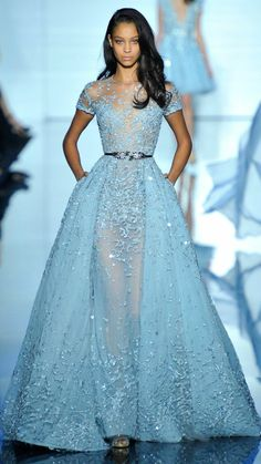 Cocktail Kleid in hellblau haute couture
