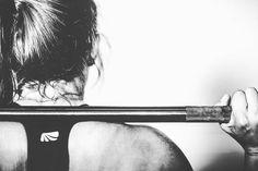 O treinamento com pesos tem inúmeros benefícios para a saúde e especialmente para quem deseja emagrecer e queimar gordura podemos citar 3 importantíssimos: #1 - minimizar a perda de massa muscular enquanto se emagrece; #2 - gastar calorias durante o exercício; e #3 - aumentar seu metabolismo basal no longo prazo. Com o bônus de aumentar sua longevidade! Saiba mais sobre como ir a academia - ou mesmo fazer exercícios com seu próprio peso do corpo em um parque ou até mesmo em casa - pode te…