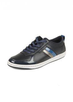 Creative Recreation  Man Dicoco Low Navy Blue Leather Sneakers    194,90 лв.  74,90 лв.    Код на продукта:  UCR39LO30-NVRYG    Описание на продукта:  Спортни обувки, изработени с:  - тъмносиня кожа  - кожа в тъмносиньо, сапфирносиньо и перленосиво  - лакирани кожени декорации  - лого отзад и на подметката  - овален връх  - бяла равна подметка  - затваряне с връзки.    Състав:  Външна част: кожа  Подметка: гума