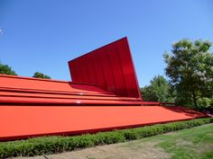 Serpentine pavilion// Jean Nouvel// Red