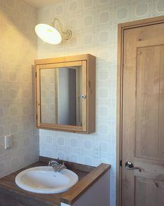 No photo description available. Zen Design, Woodworking Bench, House 2, Diy And Crafts, Mirror, Bathroom, Interior, Furniture, Home Decor
