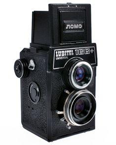 """Cámara Lubitel + fotos tienen su propio estilo y carácter analógico especial. Son más """"profesional"""" que cualquier otra cámara de 35 mm, pero menos profesional que una Hasselblad. http://microsites.lomography.com/lubitel166+/"""